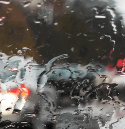 cómo conducir bajo la lluvia